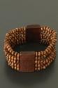 Bracelet avec des perles en bois