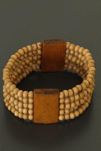 Armband met houten kralen